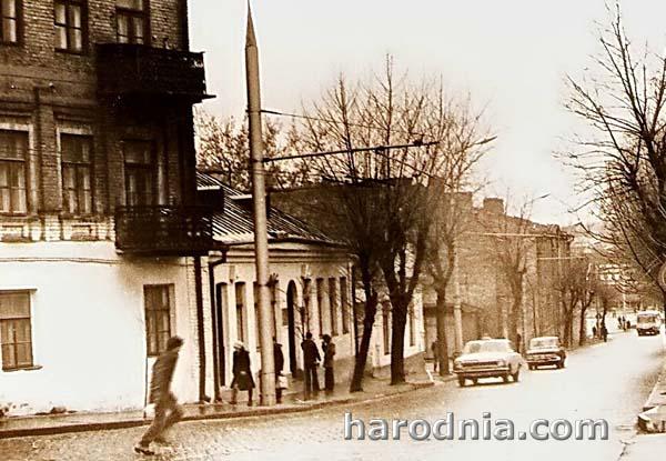 В центре одноэтажное здание бывшего кафе Л. Шиповского. 70-е гг. Фото  Александра Ершова.